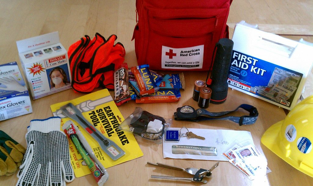 How to Create an Emergency Survival Kit